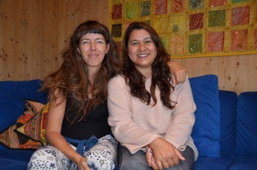 Für Sabine Klotz (l.) war es kompliziert, Anuja Neupane nach Bizau zu holen. HRJ