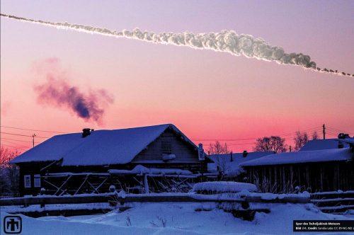 Im Februar 2013 zerbrach ein rund 19 Meter großer Meteor dreißig Kilometer hoch über der russischen Stadt Tscheljabinsk in der Atmosphäre. Sandia Labs CC BY-NC-ND 2.0 / Olga Kruglova
