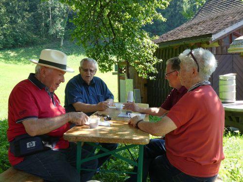 In Emils Bündt trafen sich die Mitglieder des Senionrenbundes Götzis zu einem gemütlichen Sommerhock. Verein