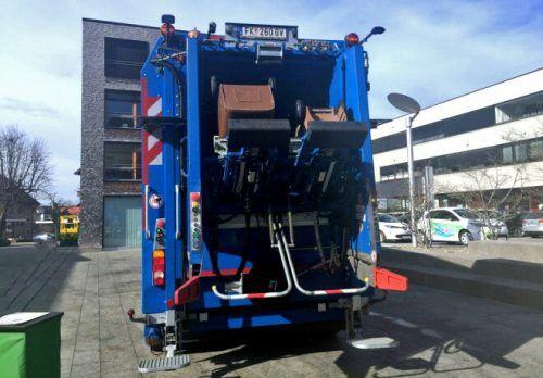 In Hohenems werden die Biomülltonnen beim Leeren gewaschen. Stadt