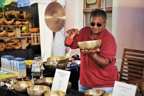 Insgesamt 28 Aussteller präsentieren beim Töpfer- und Kunsthandwerkermarkt am Wochenende ihre Kreationen. Mit dabei auch Amit Chondhury. Emir T. Uysal