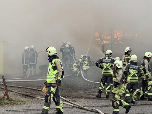 Insgesamt sieben Feuerwehren aus umliegenden Gemeinden waren am Löscheinsatz beteiligt.vol.at/Pletsch