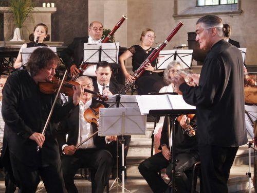 Kammerorchester Arpeggione unter Robert Bokor mit dem Geiger Sergei Krylov in Hohenems. JU