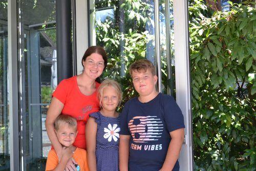Katja Kathan mit ihren Kindern Nico, Lena und Robin.