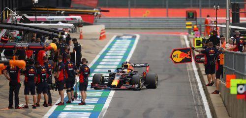 Max Verstappen im Red Bull war am ersten Trainingstag in Silverstone der Beste hinter dem Mercedes-Duo Lewis Hamilton und Valtteri Bottas. ap