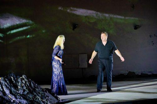"""Michael Heim als Erik mit Anna Gabler als Senta in """"Der fliegende Holländer"""" bei den Weinviertler Festspielen. Görlich-Fletzberger"""
