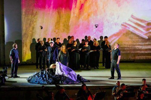 """Michael Heim (r.) als Erik in einer Aufführung der Wagner-Oper """"Der Fliegende Holländer"""" in einer Arena im tschechischen Mikulov. G. Görlich-Fletzberger"""