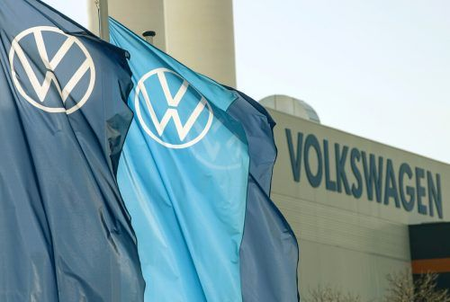 Minus bei Volkswagen beschert auch der Dachgesellschaft Porsche SE rote Zahlen.AP
