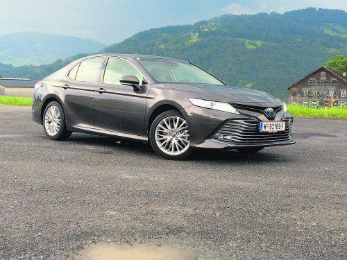 Mit dem Camry bringt Toyota nach 15 Jahren Pause eine mit 4,85 Metern stattliche Limousine zurück auf den heimischen Markt.mig