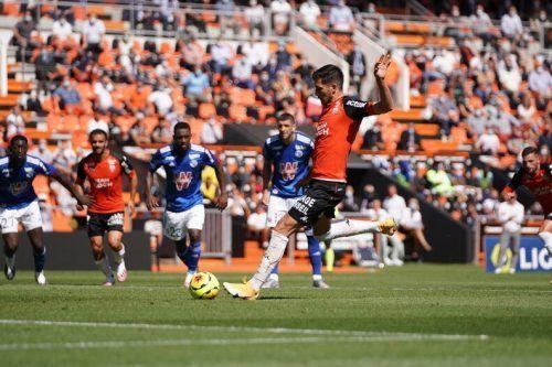 Mit diesem Penalty brachte Adrian Grbic seinen neuen Klub Lorient in Front. Lorient