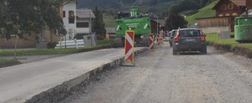Nägel mit Köpfen werden beim Ausbau der Ortsdurchfahrt in Schoppernau gemacht, seit Mai gibt es deshalb ampelgeregelten Einbahngegenverkehr. stp/2
