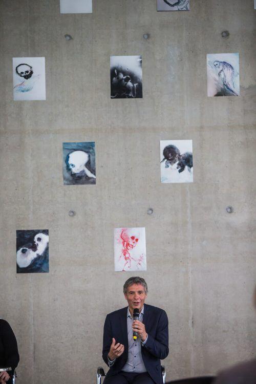 Neben der Sensibilisierung durch die Kunst sind Thomas D. Trummer Themen wie die Demokratiegefährdung wichtig. Sie werden im KUB behandelt. VN/Steurer