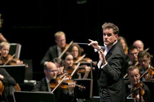 Philippe Jordan und die Wiener Symphoniker im Pandemie-bedingt bestuhlten, ausverkauften Bregenzer Festspielhaus.BF/Mathis