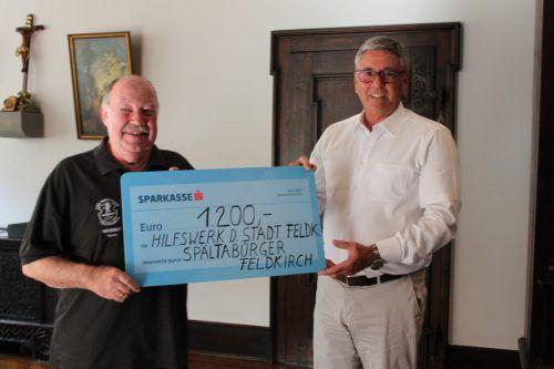 Präsident Thomas Kathan überreichte Bürgermeister Wolfgang Matt einen Spendenscheck in der Höhe von 1200 Euro. Stadt