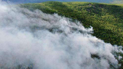 Rauchschwaden ziehen über das Land in Richtung Sibirien. AFP