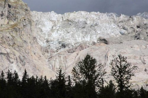Rund 500.000 Kubikmeter Eis könnten in Courmayeur abbrechen. AP