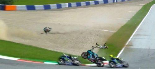 Schrecksekunde in Spielberg, als zwischen Vinales und Rossi die Ducati von Zarco daherflog.TV