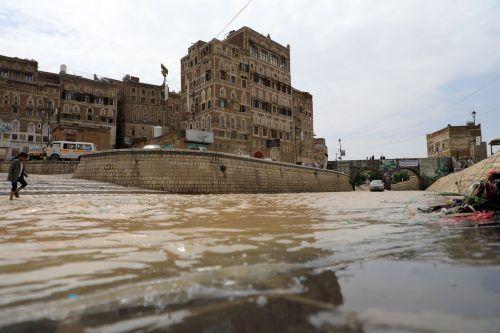 Schwere Regenfälle setzten die Altstadt von Sanaa unter Wasser. AFP