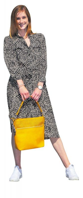 Sonniger blickfang             Hannah präsentiert eine trendige Handtasche von Shoe4you. Erhältlich um 34,95 €.               VN/paulitsch