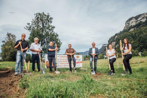 Spatenstichfeier in Hohenems u.a mit Geschäftsführer Alexander Loretter, Bürgermeister Dieter Egger und Baumeister Jürgen Haller. VN/SAms