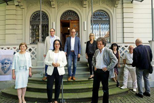 Staatssekretärin Andrea Mayer (vorne, 2.v.l.) bekam eine Museumsführung.Stadt