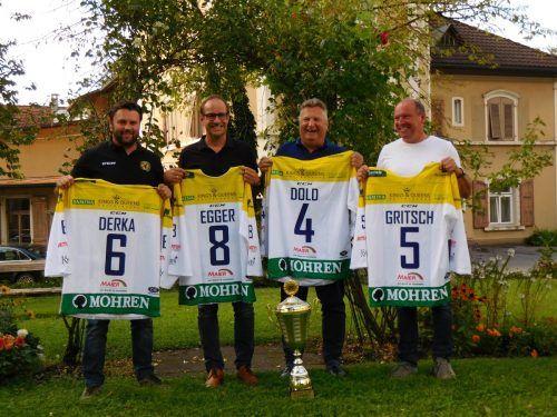 Thomas Auer (v.l., für Sportreferent Michael Derka), Bgm. Dieter Egger, SR Friedl Dold und Betriebsleiter Manfred Gritsch. mima