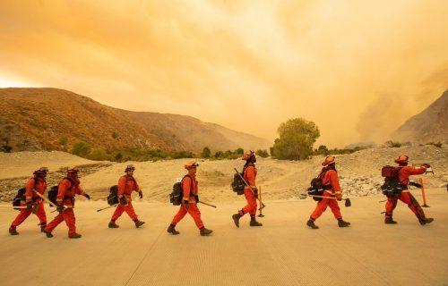 Über 1300 Feuerwehrleute sind in Südkalifornien im Einsatz.AFP