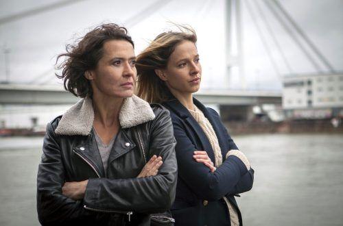 Ulrike Folkerts (l.) spielt schon seit 1989 die Hauptkommissarin Lena Odenthal. Jetzt spielt sie im Tatort Ludwigshafen gemeinsam mit Lisa Bitter. SWR/Hackenberg