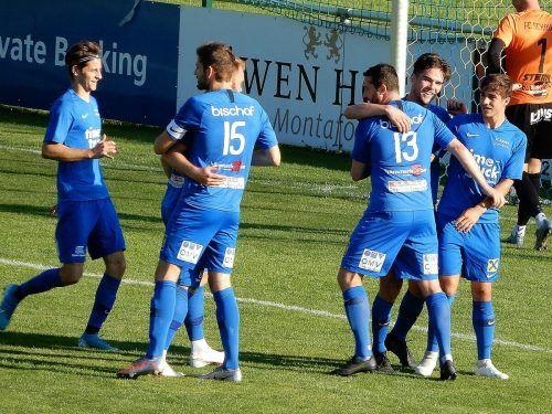 Viel Grund zum Jubeln hatten die Blauen aus Dornbirn, die mit 5:0 gegen den FC Schruns gewannen. cth