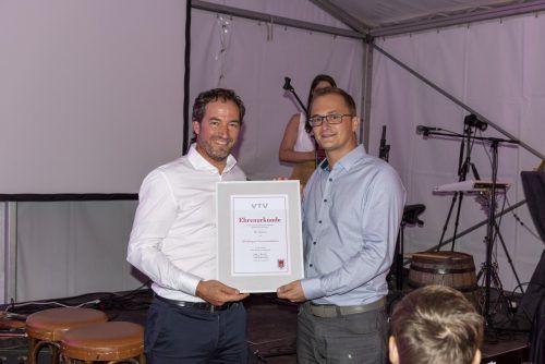 VTV-Präsident Wolfgang Hämmerle mit TC -Obmann Bernhard Bösch.Mäser