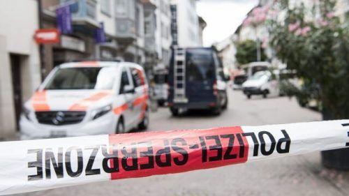 Abriegelung der Polizei am Tatort in der Speicherstraße in St. Gallen. APA