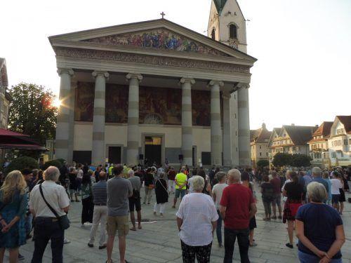 """Am Dornbirner Marktplatz fand eine Mahnwache der Initiative """"uns reicht's"""" statt."""