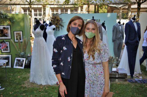 Anja und Jenny präsentierten Brautmode von lunardi. Uysal