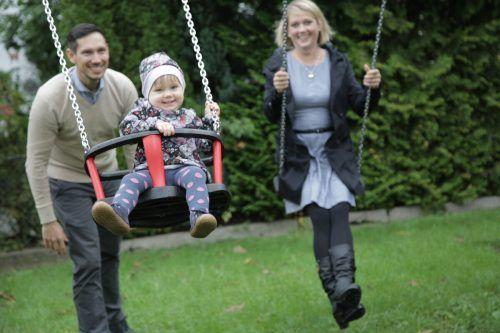 Anne und Sebastian mit Töchterchen Klara: Die Eltern können den Kurs guten Gewissens weiterempfehlen.schade