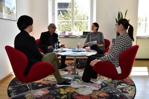 Architekt Wolfgang Ritsch, Architektin Helena Weber und Bürgermeisterin Katharina Wöß-Krall im Gespräch. Marktgemeinde
