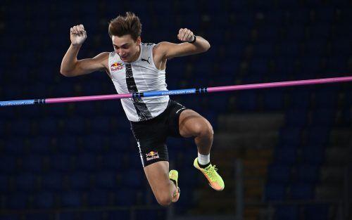 Armand Duplantis überquerte beim Meeting in Rom erstmals im Freien 6,15 Meter. apa