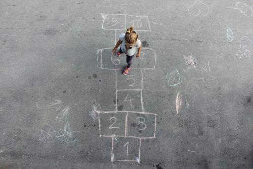 Auch wenn Kinder kreativ sind, sollten sie nicht nur auf Beton-wüsten Möglichkeiten zum Spielen vorfinden.