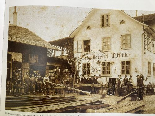Auf eine lange Tradition kann das Schlosserhandwerk zurückblicken. Das Bild zeigt die Kunstschlosserei Mäser um 1898.