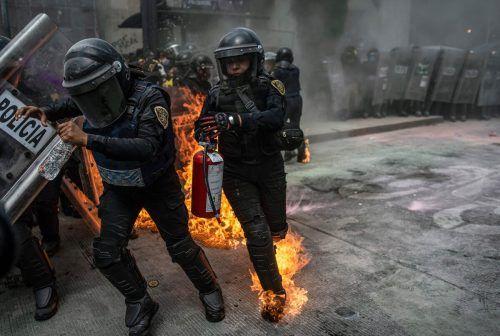 Befürworter der Legalisierung von Abtreibung liefern sich in Mexiko-Stadt gewaltsame Auseinandersetzungen mit der Polizei. AFP