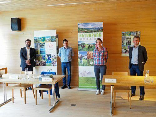 Bgm. Gerhard Beer, Franz Handler, GF Verband der Naturparke Österreichs, Carola Bauer, Leiterin Vorarlberg Naturpark Nagelfluhkette, und Herbert Erhart (Land Vorarlberg). ME