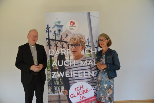 Bischof Benno Elbs und Annamaria Ferchl-Blum stehen hinter der Kampagne.Diözese