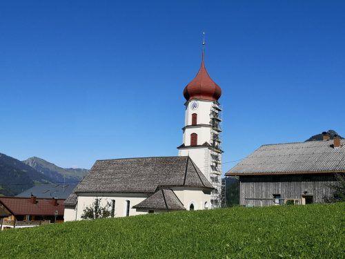 Der Raggaler Kirchturm ist bereits seit einiger Zeit eingerüstet.SG
