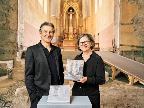 Die Herausgeber Arno Egger und Karin Guldenschuh.Johanniterkirche
