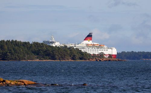 Das Schiff mit 280 Menschen an Bord war auf dem Weg nach Stockholm. AP