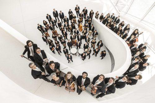 Das Symphonieorchester Vorarlberg lädt zum Konzert mit Schwerpunkt Leonard Bernstein.T. Schrott