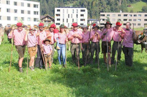 Das Team der Alpe Spora trieb seine Tiere als Erstes durch das Ortszentrum von Tschagguns.STR