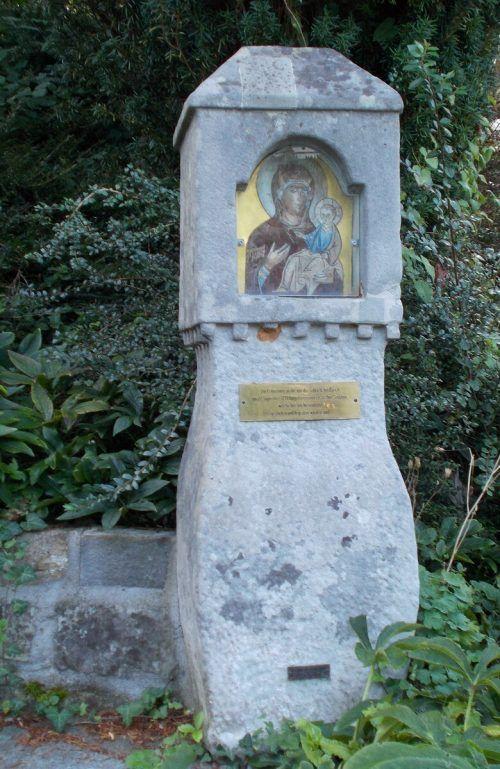 Der Bildstock mit der Ikone Maria mit Kind steht in Haselstauden und wurde von dem in Haselstauden lebenden Grafen Breda gestiftet. bet