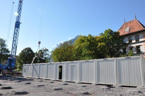 Der im Februar 2019 aufgestellte Containertrakt der Volksschule Bludenz-Mitte wurde dieser Tage versetzt.Stadt Bludenz
