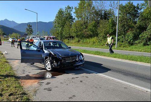 Der Mercedes wurde erheblich beschädigt. FW Gisingen