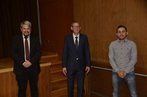 Der neue Vorstand (v. l.): Vizebürgermeister Thomas Bargehr, Bürgermeister Hans Peter Pfanner und Gemeinderat Matthias Posch.dob